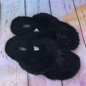 UGG 5304 Fluff Flip Flop Black Slippers